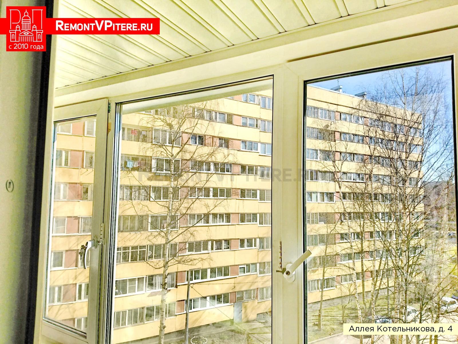 Реечный алюминиевый потолок на балконе