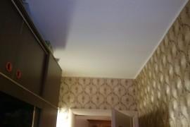 Оклейка стен коридора обоями