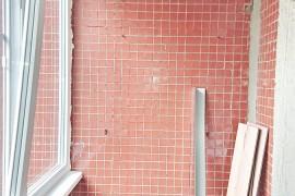 Бетонная стена на балконе