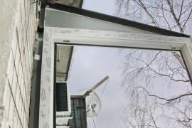 торцевое окно с треугольным нащельником для крыши