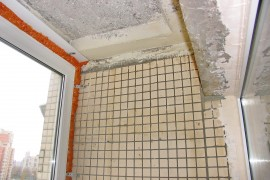 Бетонные стены с плиточками