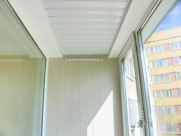 Примыкание реечного потолка и стены