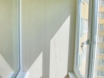 Реечный потолок на лоджии