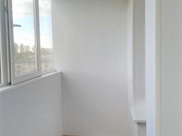 Подоконники и отделка на балконе