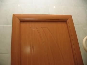 Монтаж дверного наличника