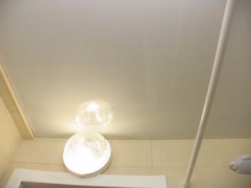 Монтаж светильника в ванной