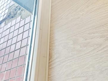 Примыкание ламината к окну