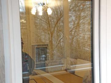 Балконная дверь с отделанным откосом