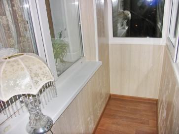 Подоконник на балконном блоке