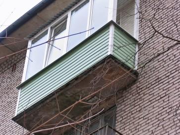 Зеленый сайдинг, крыша