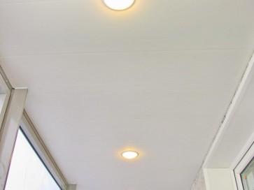 Потолочные встроенные светильники на лоджии